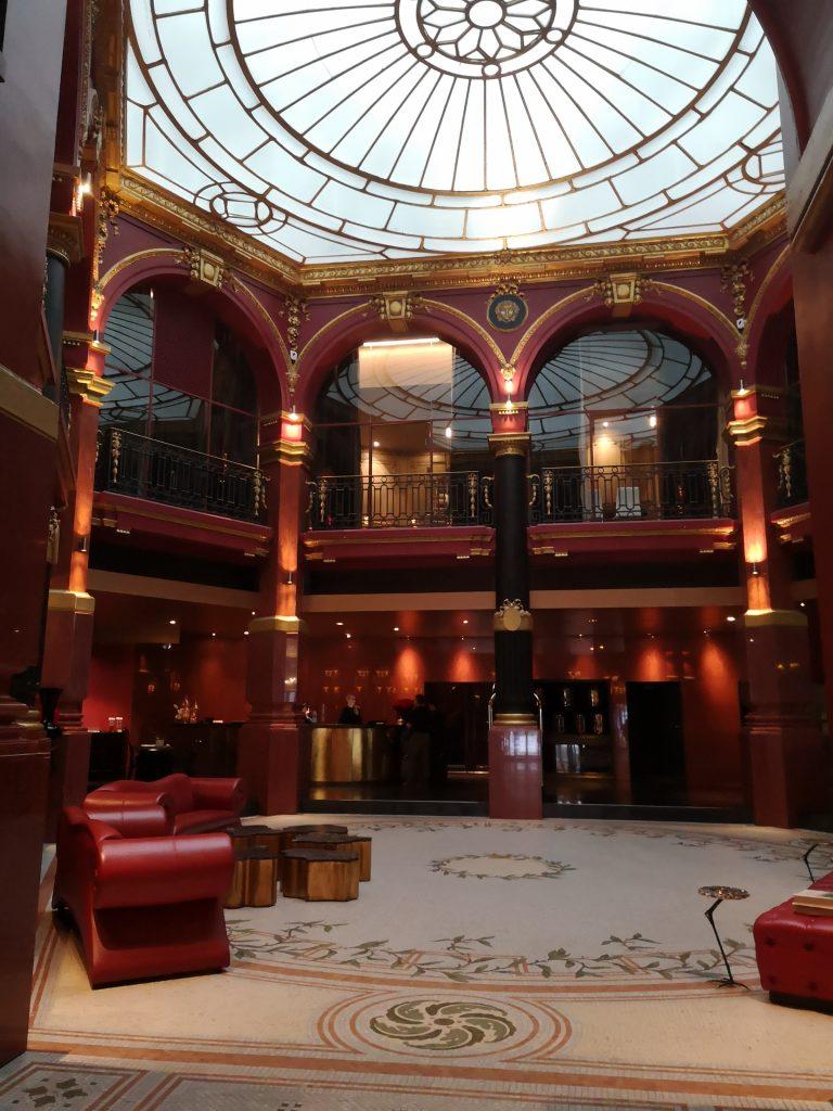 Je vous rencontre sur Paris centre-ville, notamment dans des espaces business, hub ou lounge d'hôtel.